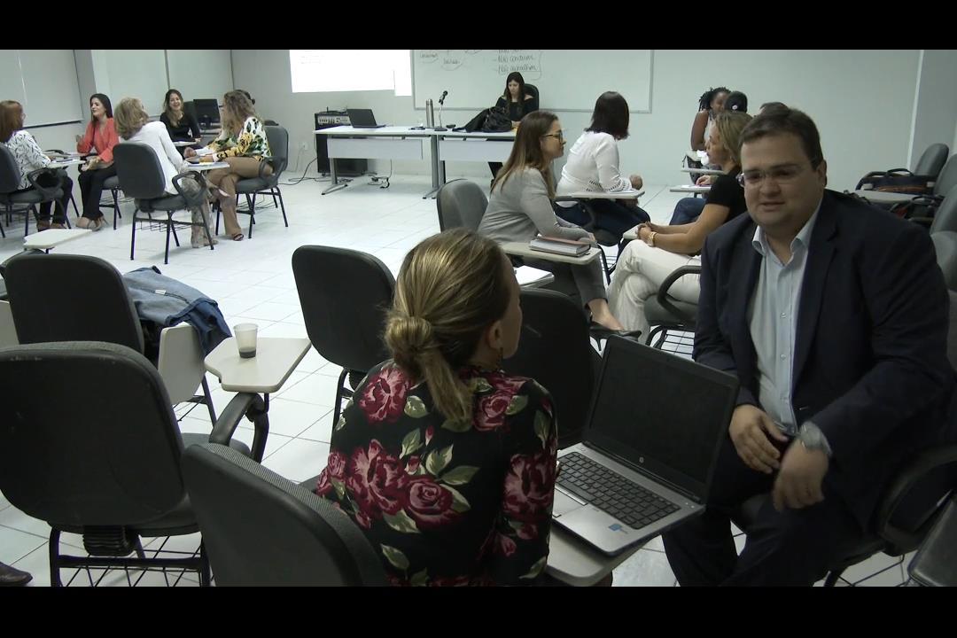 Juízes e servidores participam de curso de formação de mediadores
